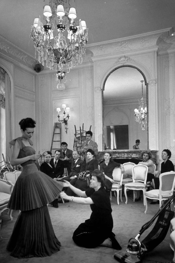Prezentarea Dior New-Look, 1947, Paris, Backstage