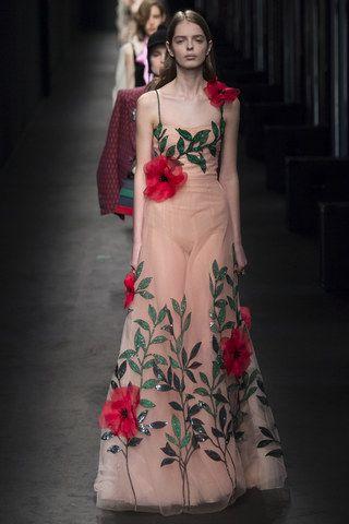 Flori 3 D: Tendinta pe care o adora toate marile case de moda