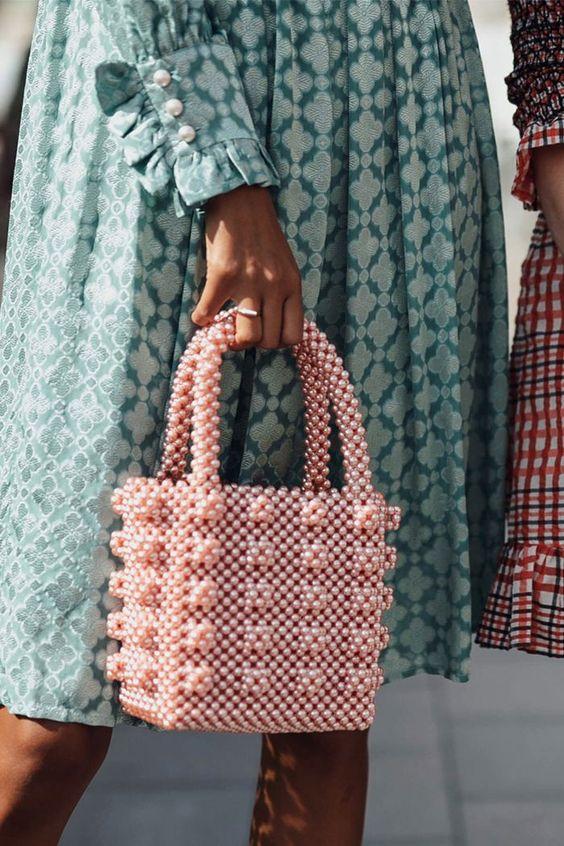 geanta din margele roz