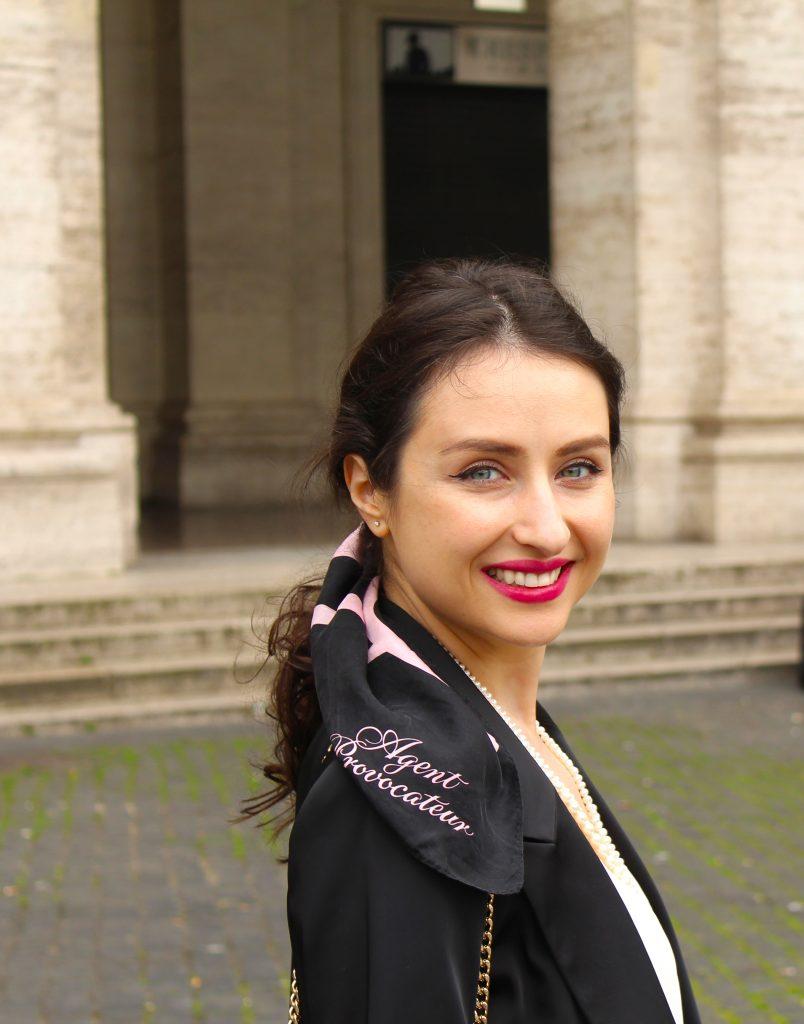 agent provocateur Luiza Olteanu